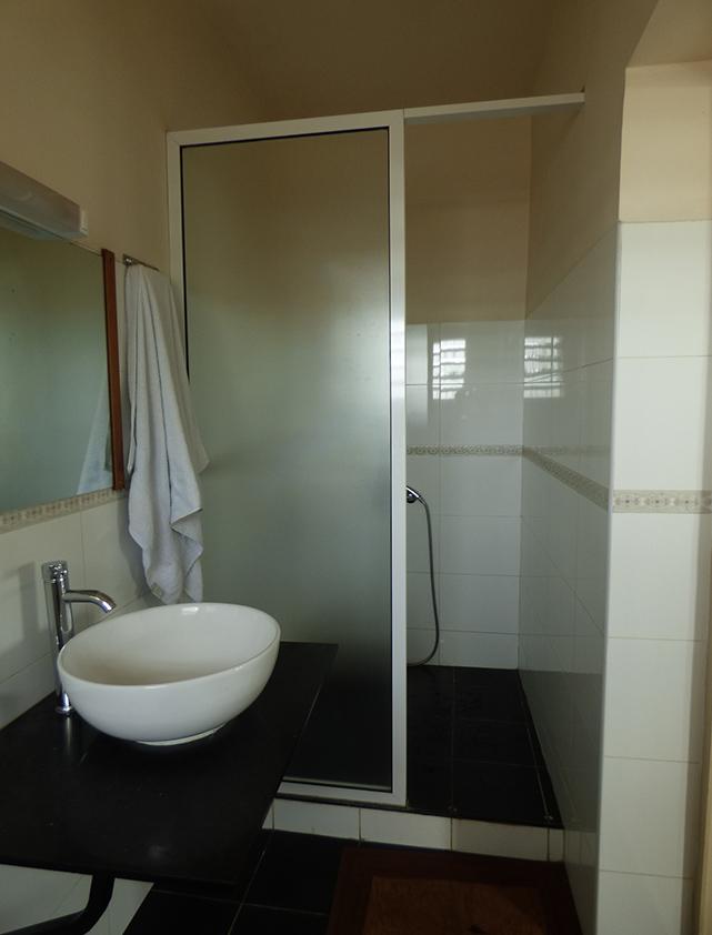 Toilette du chambre La Véranda Hotel